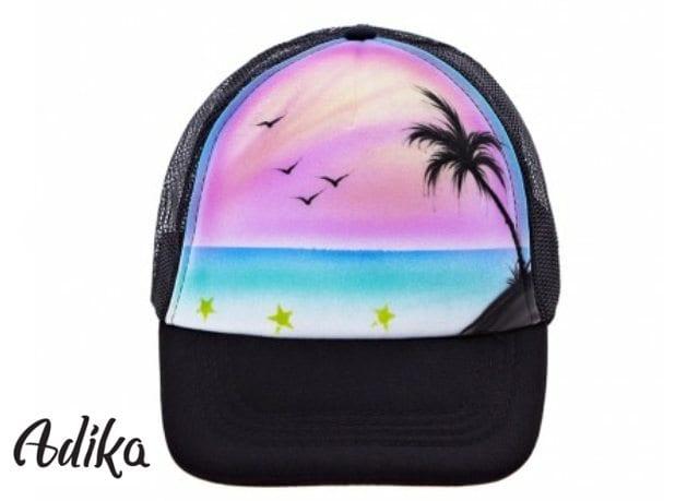 גרפיטי על כובע עם תמונה של ים