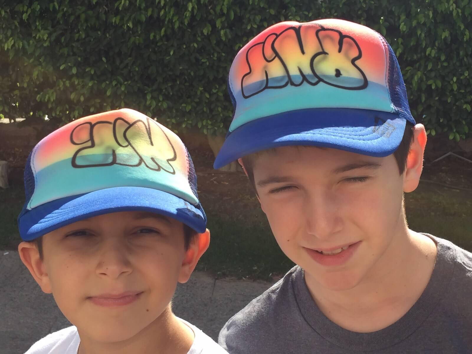 גרפיטי על כובעים לילדים