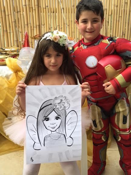 קריקטורה של ילדה מחופשת לפרפר