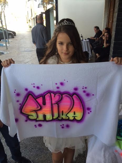 גרפיטי על מגבת לילדת הבת מצווה
