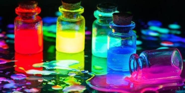 צבעים זוהרים באולטרה