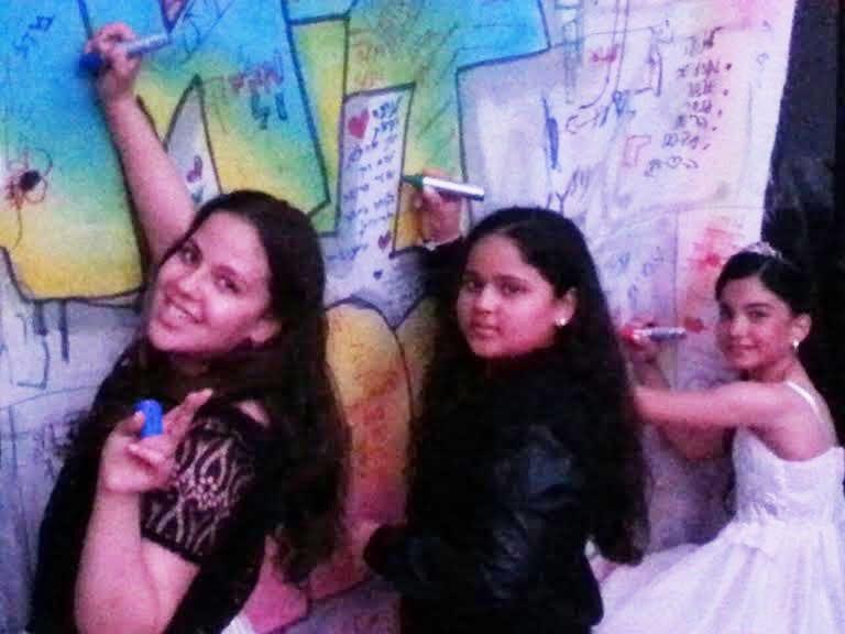 ילדים רושמים על קיר גרפיטי2