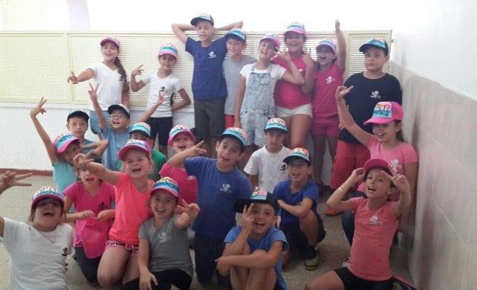 גרפיטי על כובעים לילדי הגן