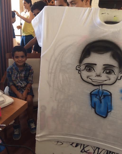קריקטורה על חולצה ילד חמוד